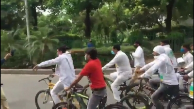 Delhi Cong takes out 'cycle yatra' against fuel price hike