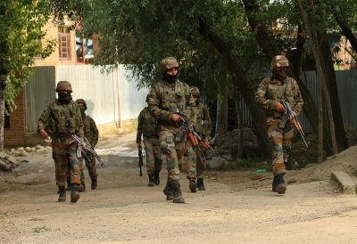 Army convoy attacked in J&K, hold their fire