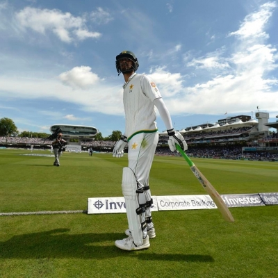 Eng v Pak 1st Test: Babar swings momentum in visitors' favour