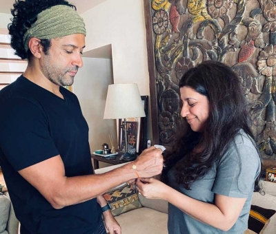 Javed Akhtar tackles trolls after posting Farhan-Zoya's Rakhi pic