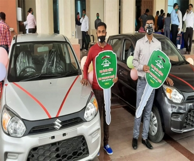 J'khand Education Min gifts cars to class 10 & 12 toppers