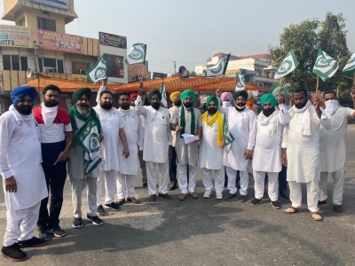 Protests by farmers disrupts life in Punjab, Haryana (Lead)