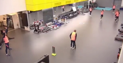 Tottenham's Dele Alli shows off cricketing skills with 'outrageous catch'