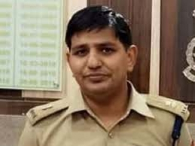 UP announces award on absconding SP, Constable in suicide case