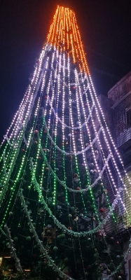This year, Mumbai's famed Christmas tree celebrates R-Day too