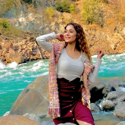 TV star Sara Khan to star in satirical comedy film