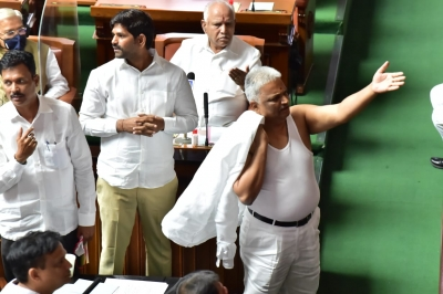 K'taka Cong MLA does a Salman Khan with shirtless protest, suspended