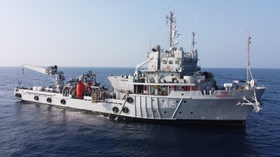 Indian Navy, Coast Guard rescue 317 from barges in Arabian Sea (2nd Ld)