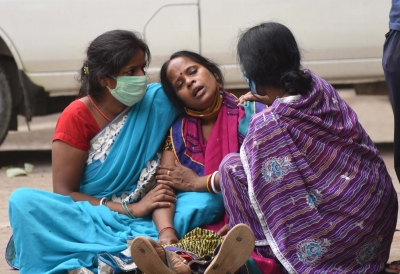 Patna: Family members mourn the death of COVID -19 victim at Patna Medical College and Hospital during the lockdown was imposed to curb the spread of COVID-19, in Patna on Wednesday May 12,2021 (Photo: AFTAB AlAM SIDDIQUI/IANS)