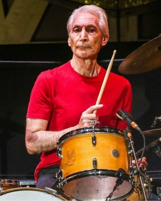 The Rolling Stones resumes tours with emotional tribute to Charlie Watts